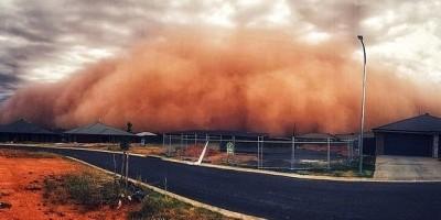 호주, 불어닥친 시뻘건 모래 폭풍…400㎞ 지역 휩쓸어