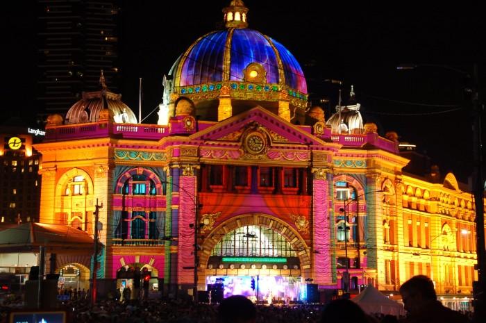 Live_from_Flinders_St_Station!_-_White_Night_Melbourne_(8502109600)_(4).jpg