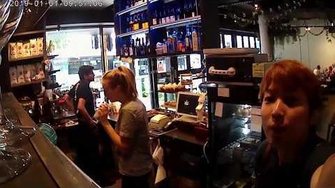 멜버른 로컬카페에서 웨이터로 일하기