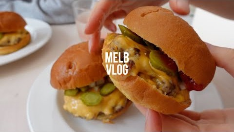 ENG]멜버른 봉쇄 4단계 먹방 브이로그, 집순이 일상   홈메이드 맥도날드 버거, 치맥배달, 양고기 스테이크, Melbourne Vlog, Life During Lockdown